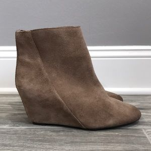 VINCE CAMUTO MELISI WEDGE BOOTIES SIZE 7